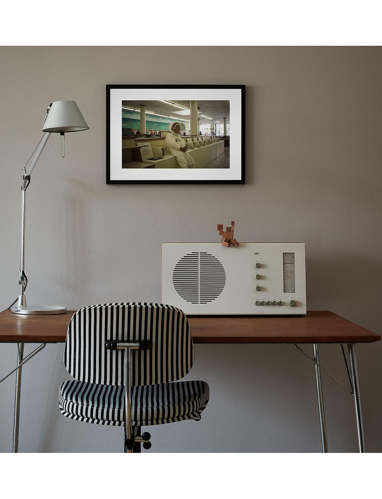 Democratic Gallery - Poster Astronaut No. 2 - home decor - brown - 1