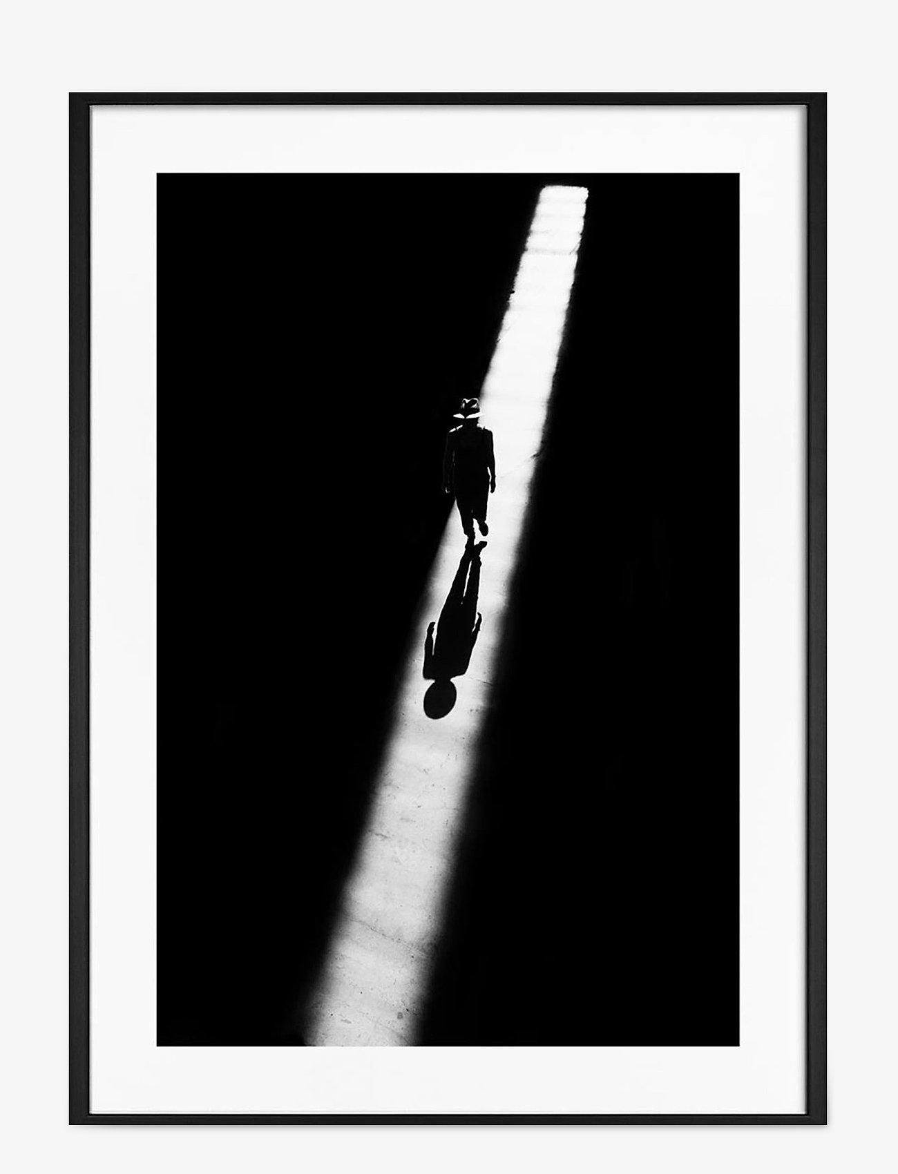 Democratic Gallery - Poster Man in Light - wystrój domu - black - 0
