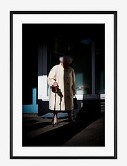 Democratic Gallery - Poster Old Lady - home decor - brown - 0