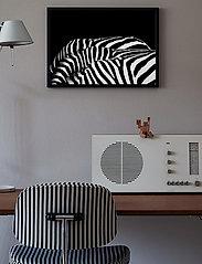 Democratic Gallery - Poster Graphic Design Zeebra - home decor - black - 1