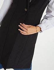 Denim Hunter - DHIda Waistcoat - puffer vests - black - 6