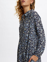 Denim Hunter - DHFlora Dress - vardagsklänningar - total eclipse flora print - 5