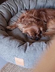 Denjo Dogs - Donut Bed Leather - hundesenge - brown - 5