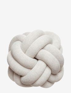 Knot cushion - kuddar - cream