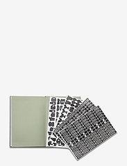 Design Letters - Calendar 2021 - interiør - darkgreen 5507u - 2