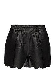 Erin Scallop Shorts LB - BLACK