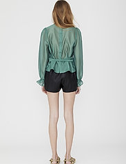 DESIGNERS, REMIX - Leather free leather shorts with elasticated waist - skinn shorts - black - 3