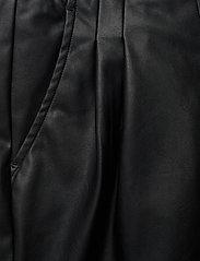 DESIGNERS, REMIX - Marie Waist Shorts - læder shorts - black - 2