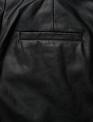 DESIGNERS, REMIX - Marie Waist Shorts - læder shorts - black - 4