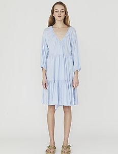 Voluminous wrap dress - slå-om-kjoler - light blue