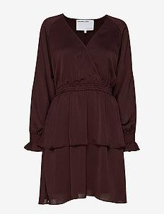 Elda Wrap Dress - slå-om-kjoler - rouge noir