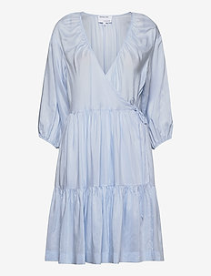 Voluminous wrap dress - omslagskjoler - light blue