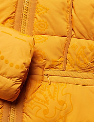 Desigual - PADDED SUNNA - padded jackets - banana - 7