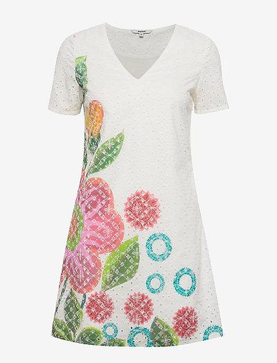 VEST DENIS - korta klänningar - blanco