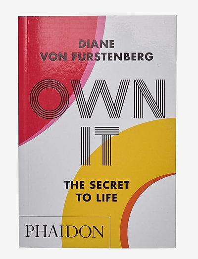 DVF OWN IT BOOK - böcker - not signed