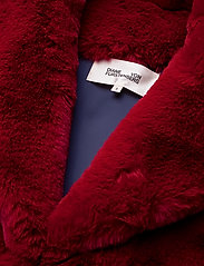 Diane von Furstenberg - L/S COLLARED JACKET - fausse fourrure - ruby - 2