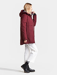 Didriksons - HELLE WNS PARKA 2 - parkasjackor - anemon red - 4