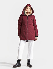 Didriksons - HELLE WNS PARKA 2 - parkasjackor - anemon red - 6