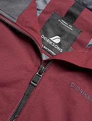 Didriksons - HELLE WNS PARKA 2 - parkasjackor - anemon red - 7