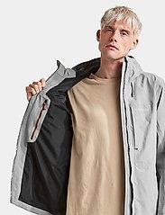 Didriksons - OVE USX JKT - rainwear - stone grey - 5