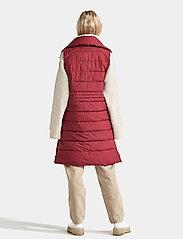 Didriksons - MY WNS VEST - puffer vests - velvet red - 6