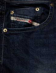 Diesel Men - LARKEE - regular jeans - denim - 2