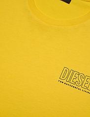 Diesel Men - UMLT-JAKE T-SHIRT - short-sleeved t-shirts - dandelion - 2