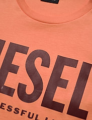 Diesel Men - T-DIEGO-LOGO T-SHIRT - short-sleeved t-shirts - orange - 2