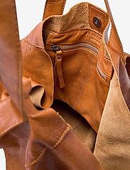 RE:DESIGNED EST 2003 - Fie - weekend bags - burned tan - 3