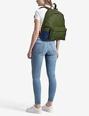 Eastpak - PADDED PAK'R - backpacks - brimblock khaki - 1