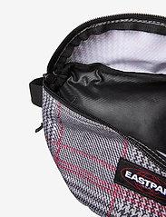 Eastpak - SPRINGER - magväskor - chertan red - 3