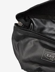 Eastpak - SPRINGER - magväskor - topped black - 4