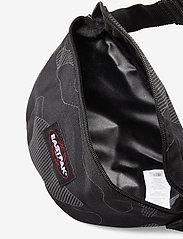 Eastpak - SPRINGER - heuptassen - reflective camo black - 3