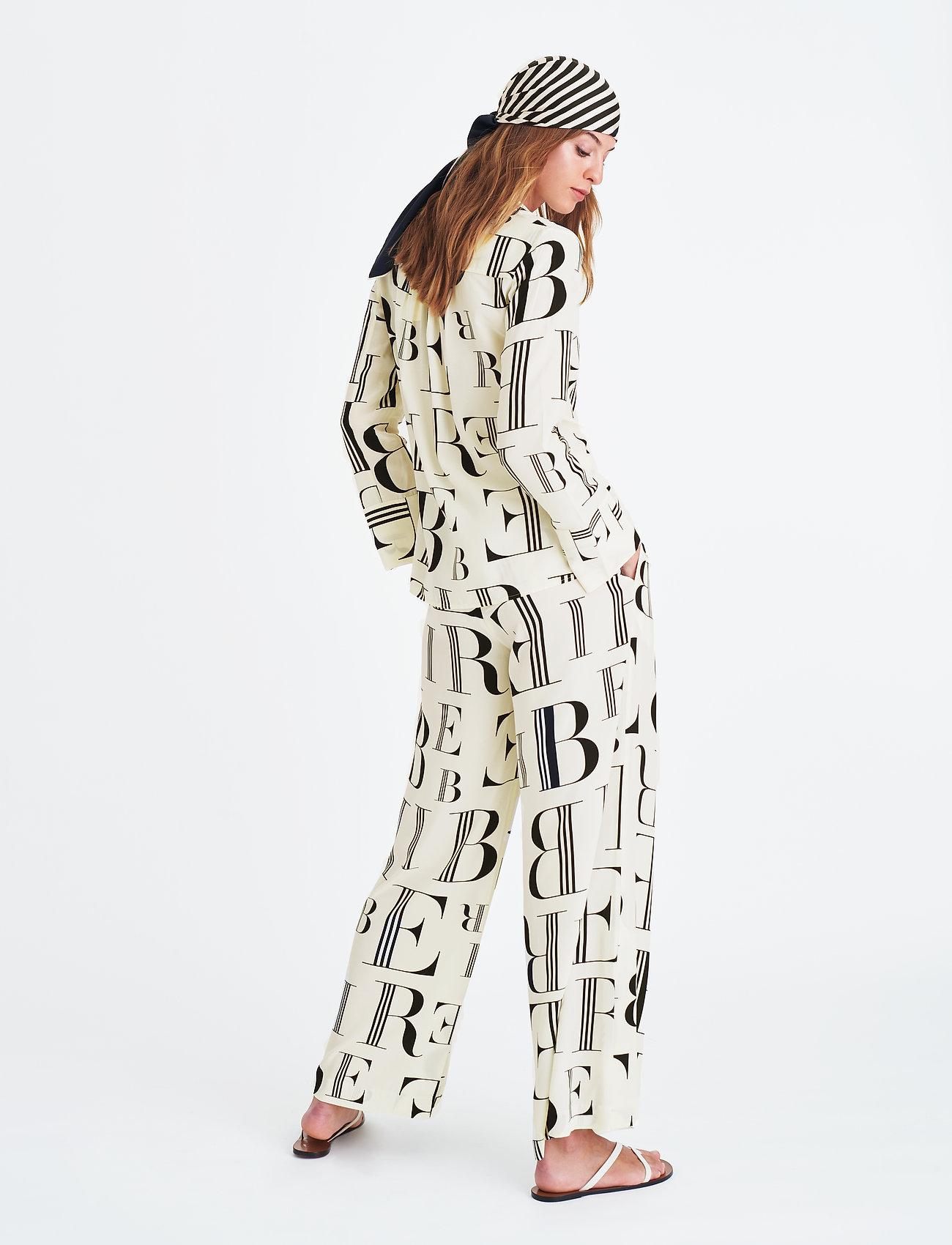 London Shirt (Black) (851.95 kr) - Elle Style Awards Collection 2019