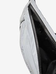 Ellesse - EL CRAMOLI BUM BAG - vyölaukut - reflective - 4
