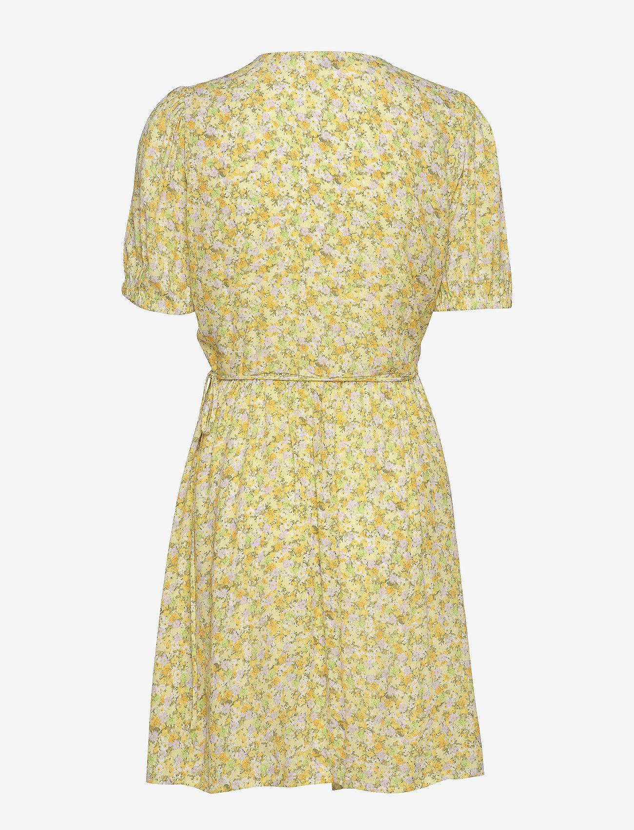 Encornelia Ss Dress Aop 6696 (Wateredge Flower) (532.50 kr) - Envii