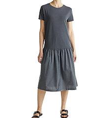 Esprit Casual - Dresses knitted - midi kjoler - black - 0