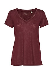 T-Shirts - GARNET RED