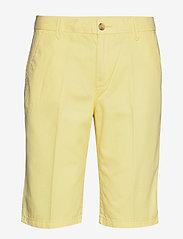 Esprit Casual - Shorts woven - bermudashorts - lime yellow - 0