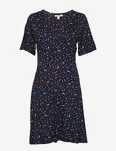 Boozt Spetsklänningar: 31 Produkter | Stylight