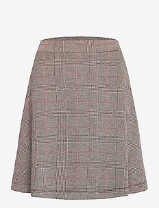 Skirts knitted - jupes courtes - red