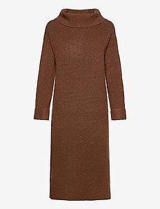 Dresses flat knitted - stickade klänningar - brown 5