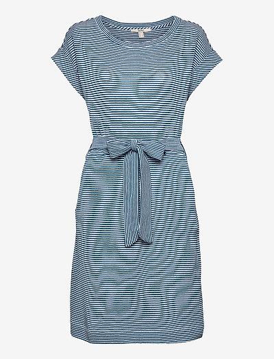 Dresses knitted - sommerkjoler - bright blue