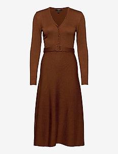 Dresses flat knitted - stickade klänningar - toffee