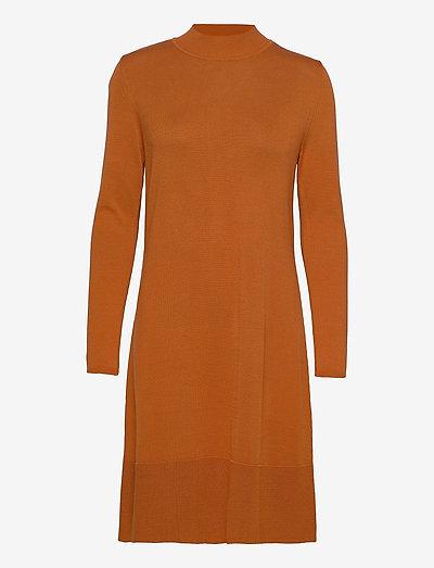 Dresses flat knitted - sommerkjoler - rust brown