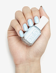 Essie - midsummer collection - nagellack - sway in crochet 721 - 2