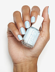 Essie - midsummer collection - nagellack - sway in crochet 721 - 3
