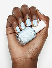 Essie - midsummer collection - nagellack - sway in crochet 721 - 4