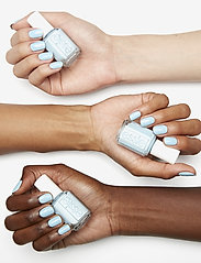 Essie - midsummer collection - nagellack - sway in crochet 721 - 5