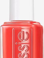 Essie - midsummer collection - nagellack - feelin' poppy 722 - 6